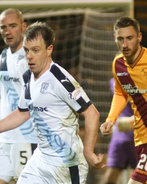 Dundee's Paul McGowan goes past Motherwell's Louis Moult - Motherwell v Dundee - Ladbrokes Premiership at Fir Park    - © David Young - www.davidyoungphoto.co.uk - email: davidyoungphoto@gmail.com