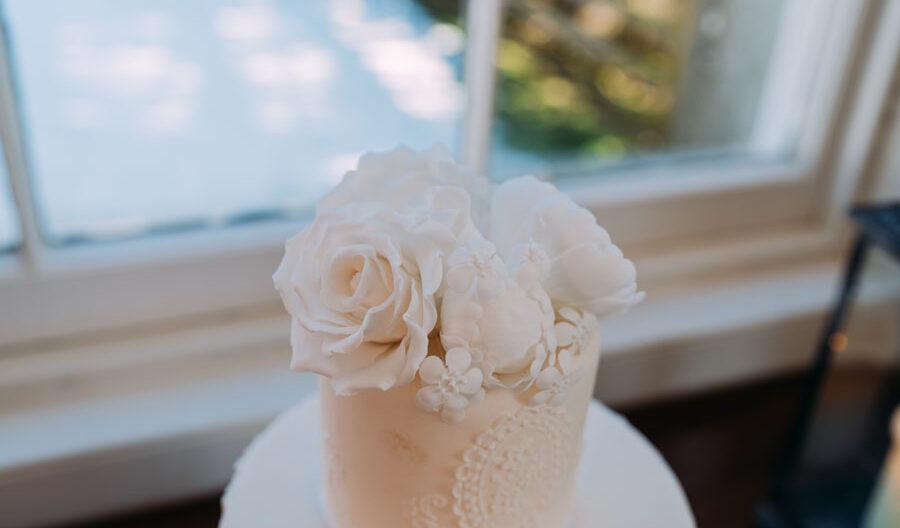 wedding cake at Atholl Estates wedding venue