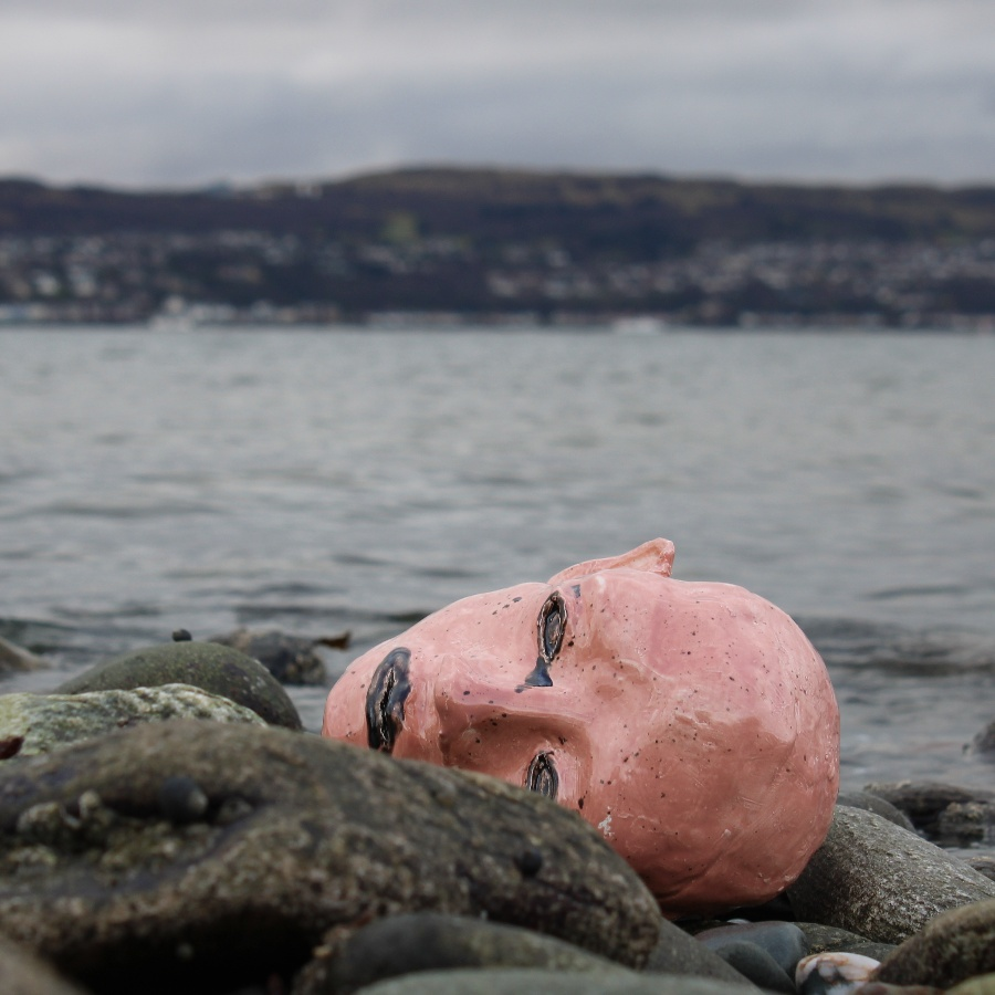 What Happens if We Discard the Human Form Like We Discard Plastic?