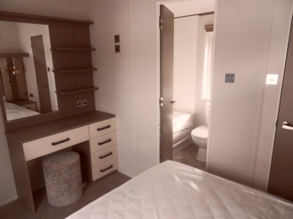 2018-atlas-ovation-lodge-43-x-13-2-bedroom-10