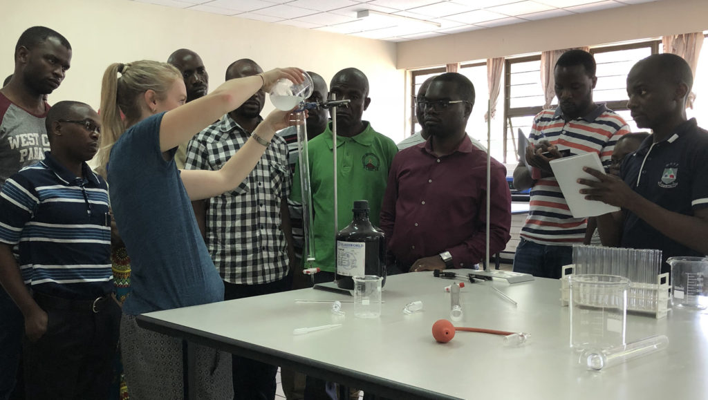 Lauren Webster demonstrates how to set up a manual chromatography column.