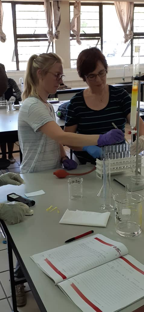 Lauren and Catharine helping out in column chromatography class